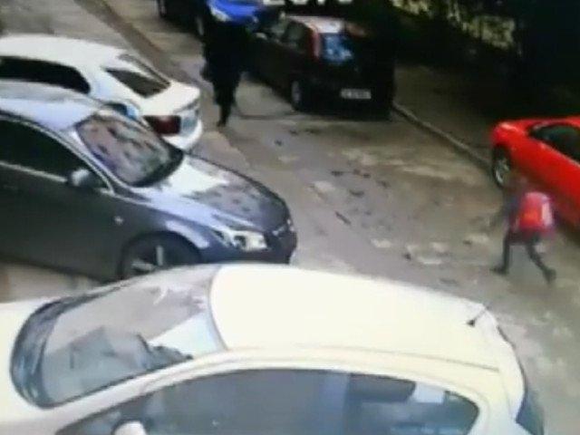 Lectie de curaj: O fetita de 9 ani, talharita de un recidivist pe o strada din Iasi a fugit dupa agresor/ VIDEO