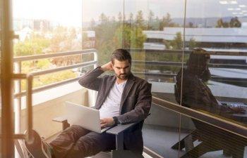 Studiu: Cei care desfasoara activitati sedentare trebuie sa faca miscare zilnic pentru scaderea riscului de deces