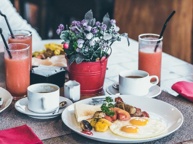 Obiceiul de a sari peste micul dejun, corelat cu riscul de deces asociat bolilor cardiovasculare