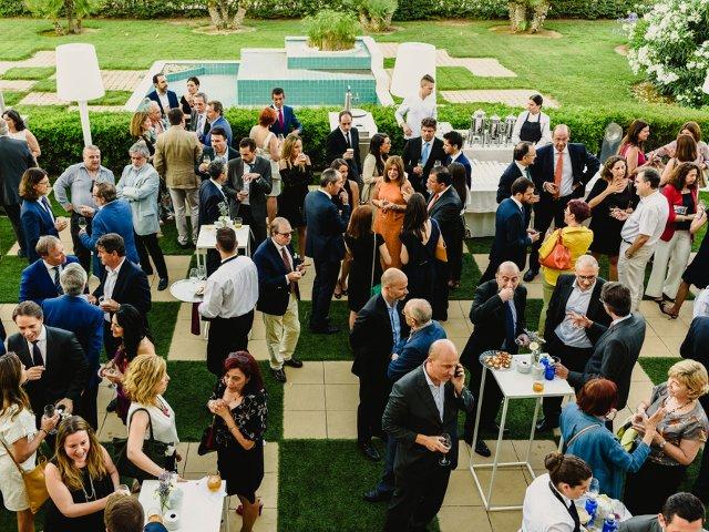 Cum te imbraci la un eveniment corporate. 4 reguli esentiale de care sa tii cont