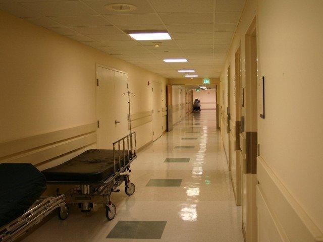 Un baiat de 13 ani a murit dupa ce a ajuns in coma la spital. El a cazut de la etajul 4 al unui hotel din Hunedoara
