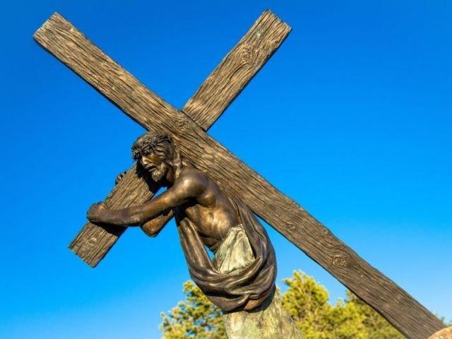 9 detalii de luat in seama despre Paste. Ce greutate ar fi avut crucea carata de Iisus