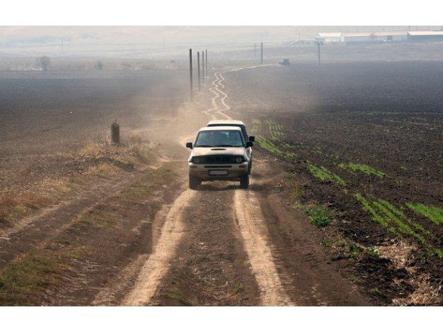 Infrastructura rutiera a Romaniei in 2018: o treime dintre drumuri sunt pietruite si de pamant si doar 4.6% dintre drumurile nationale sunt autostrazi