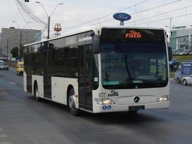 Patru oameni raniti, dupa ce un autobuz STB a ramas fara frane si s-a oprit intr-un bloc / VIDEO