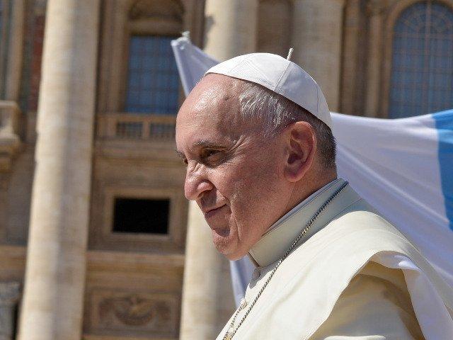 Papa Francisc le-a cerut angajatilor din saloanele de infrumusetare sa evite barfele