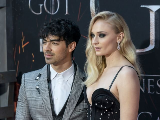 "Ceremonie surpriza: Joe Jonas s-a casatorit cu Sophie Turner, Sansa din ""Game of Thrones""/ VIDEO"