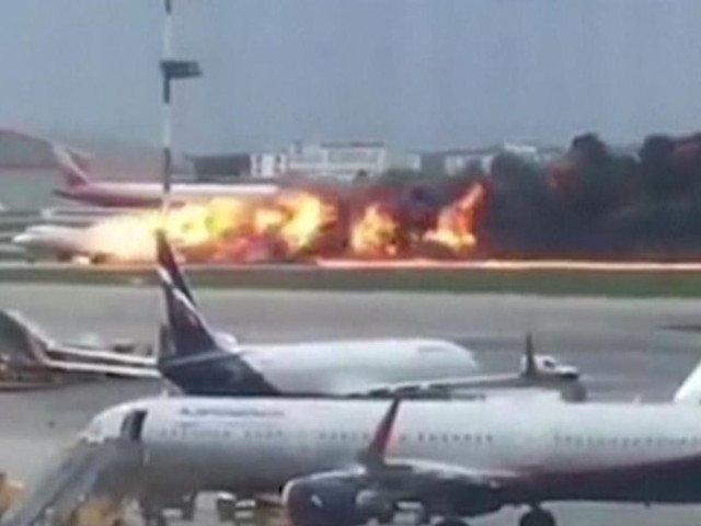 """Marturiile supravietuitorilor din avionul care a luat foc in Rusia. Incendiul ar fi fost provocat de un fulger: """"Aproape ca ne pierdusem cunostinta de frica"""""""