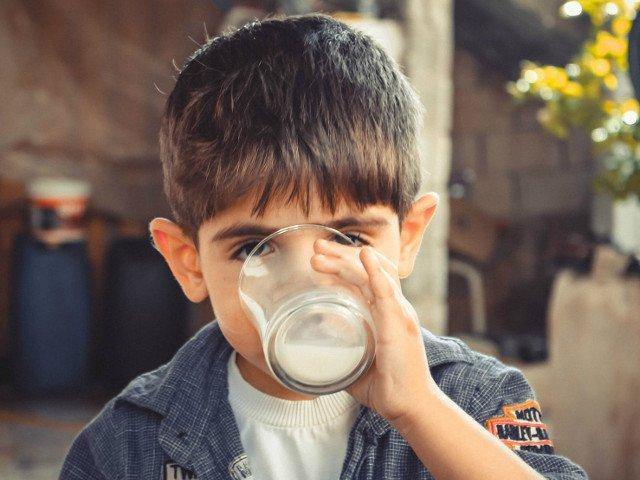 Noua elevi de clasa a II-a, internati cu suspiciune de toxiinfectie alimentara, dupa ce au baut lapte la scoala