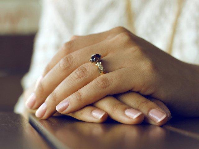Renunta cat mai curand la ele: 7 obiceiuri banale care iti distrug unghiile