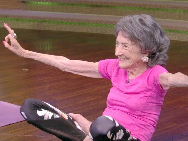 10 secrete pentru o viata fericita, impartasite de femeia de 100 de ani care inca mai preda Yoga