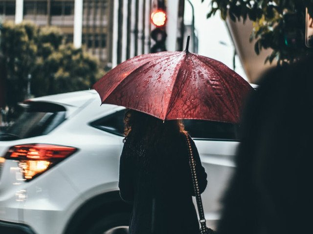 Cod GALBEN de ploi in 12 judete, pana vineri dimineata. Instabilitate accentuata in restul tarii, pana duminica