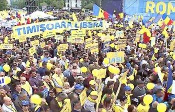 Peste 50.000 de oameni au participat la mitingul PNL din Piata Victoriei / Klaus Iohannis: