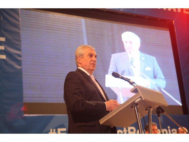 """Tariceanu indeamna votantii sa boicoteze referendumul: """"Nu suntem asa de naivi incat sa nu intelegem aceste manevre"""""""