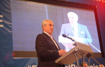 Tariceanu indeamna votantii sa boicoteze referendumul: