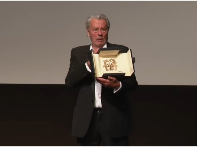 Alain Delon, premiat si omagiat la Festivalul de la Cannes: De multa vreme nu am mai plans atat de mult/ VIDEO