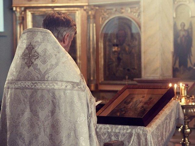 Un preot din Constanta este acuzat de pornografie infantila