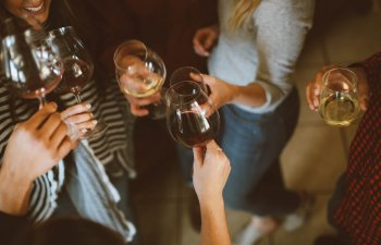 Petrecerea burlacitelor: 8 idei ingenioase pentru amintiri de neuitat