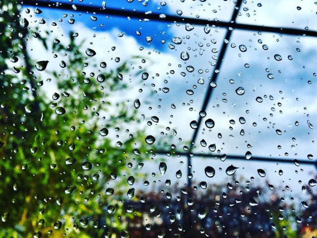 Informare meteo de ploi si instabilitate atmosferica, pana joi seara
