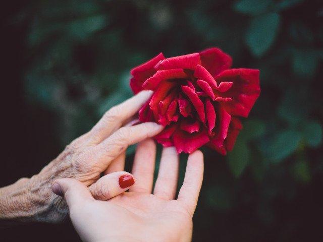 Studiu: Simptomele artritei reumatoide pot fi observate cu mult timp inainte de stabilirea diagnosticului