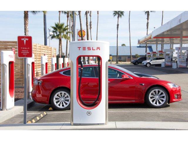 Tesla va limita incarcarea masinilor electrice la 80% din capacitatea bateriei: masura pentru reducerea aglomeratiei de la statiile de incarcare