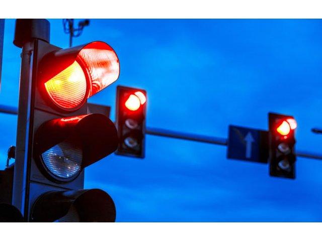 O noua tehnologie pentru fluidizarea traficului: pietonii primesc verde cand sistemul anticipeaza ca vor sa traverseze strada