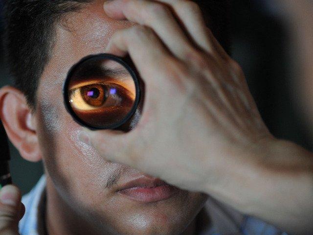 Studiu: Peste 70% dintre romani nu fac la timp un control oftalmologic