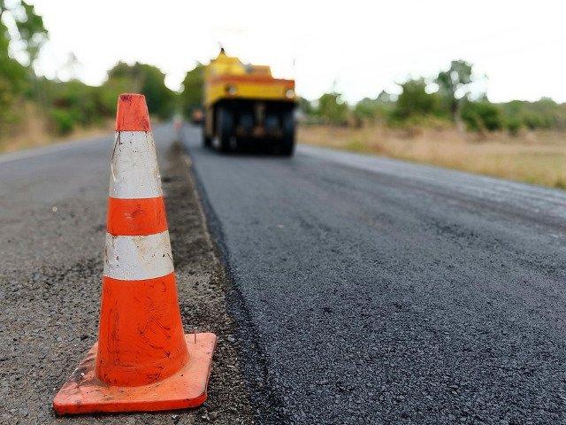 Primarul Brailei: Firma care asfalteaza strazile din municipiu a angajat muncitori din Sri Lanka