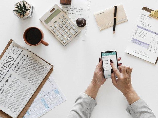 Cum afli rapid date utile despre orice firma?