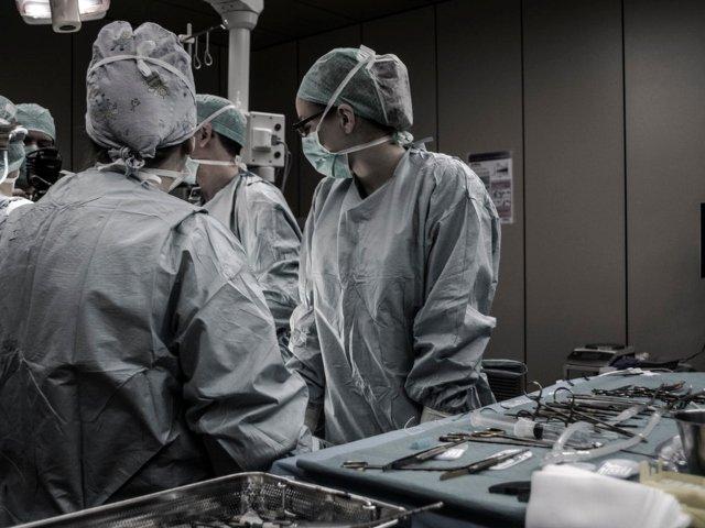 Dincolo de normal: 6 proceduri medicale nebunesti care au salvat vieti
