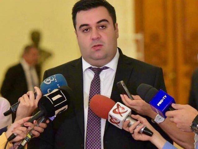 """Razvan Cuc, catre Tudose: Acest """"Terente de Braila"""" daca n-ar fi ticalos, ar ramane doar cu cel mai slab mandat de prim-ministru al Romaniei"""