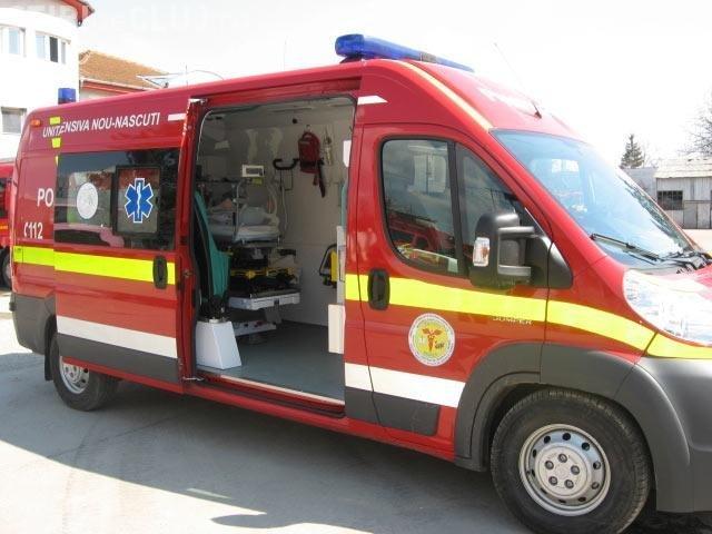 Primarul unei comune din Botosani, spitalizat in stare grava dupa explozia unei instalatii artizanale de produs tuica