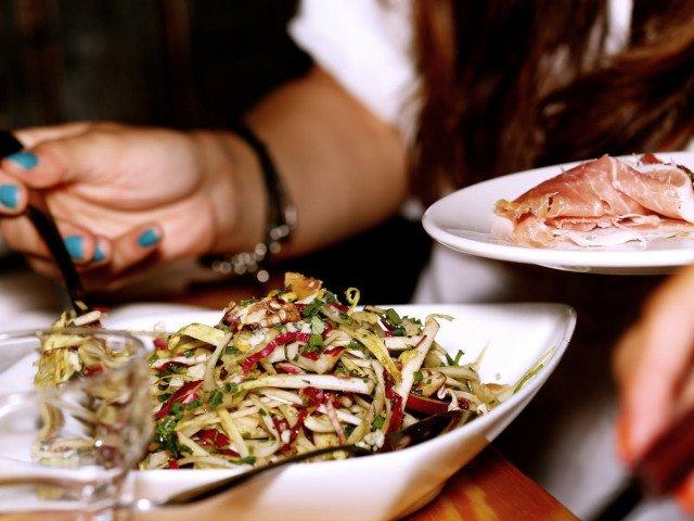 10 alimente pe care sa nu le consumi inainte de a merge la culcare