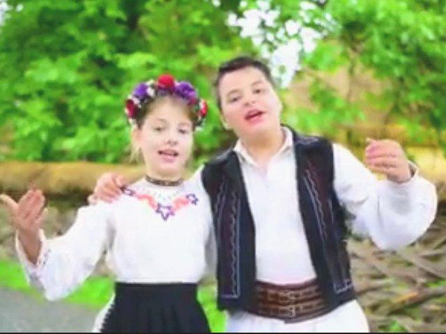 Tatal celor doi copii din Baia Mare care au cantat o melodie pro-PSD a fost amendat cu 2.500 de lei