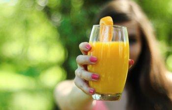 8 cele mai bune sucuri naturale care te ajuta sa arzi grasimile