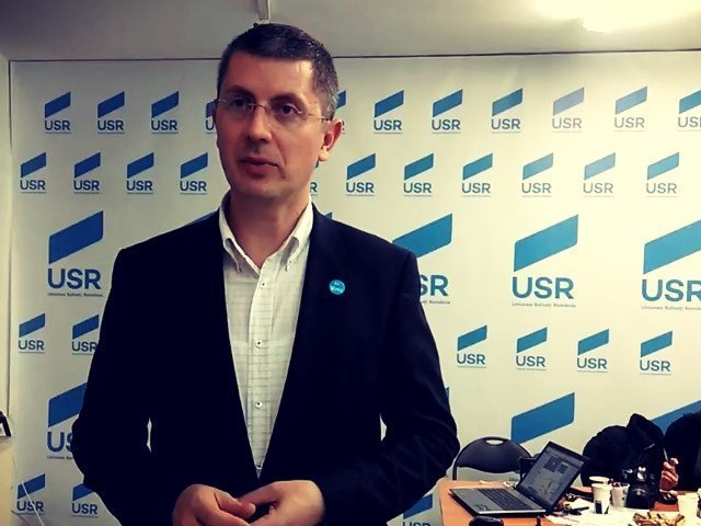 "USR anunta ca va transpune in proiect de lege ""Oameni noi in politica"""