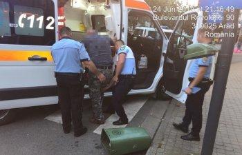 Un barbat a ajuns la spital dupa ce a lovit cu piciorul un cos de gunoi