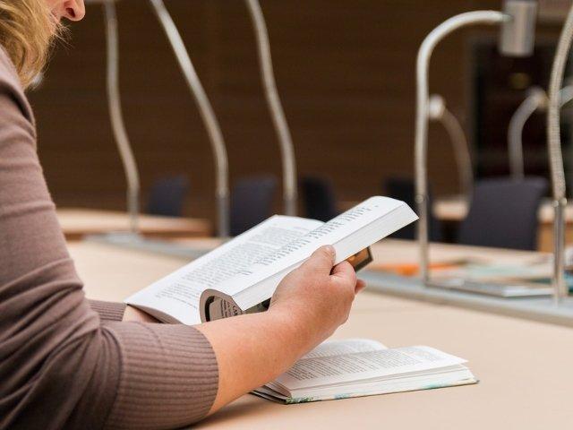 O tanara si-a continuat examenul la facultate, desi a intrat in travaliu