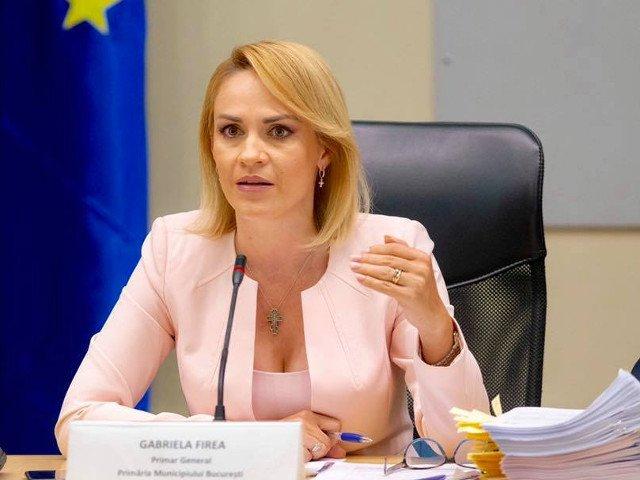 Andrei Caramitru, despre Firea: Cum sa pui pe cineva sa dea cu tamaie pe la usile consilierilor din opozitie inainte de sedinte?