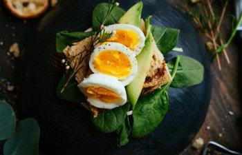 Nutritionist: Dintre toate alimentele, proportia de aminoacizi din oua e cea mai apropiata de nevoile nutritionale umane