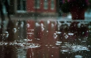 Cod galben de ploi torentiale si vijelii in 23 de judete, pana luni seara