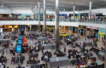 Un baiat de 12 ani a trecut de controalele de securitate de pe Heathrow si a urcat la bordul unui avion fara bilet