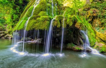 Cascada Bigar, in topul celor mai frumoase din lume, tot mai cautata pe timpul verii