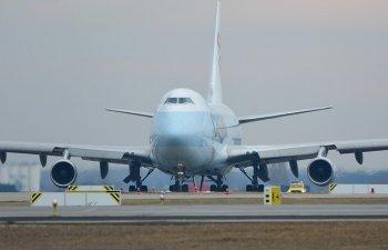 Panica la bordul unui avion, dupa ce cabina s-a umplut de fum: 8 raniti, in timpul evacuarii de urgenta