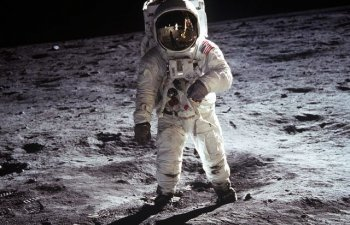 50 de ani de la primul pas pe Luna: Romania, printre tarile din care au disparut rocile lunare oferite de Nixon
