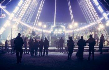 Un barbat de 31 de ani a murit dupa ce a cazut dintr-o roata, la un festival de muzica electronica