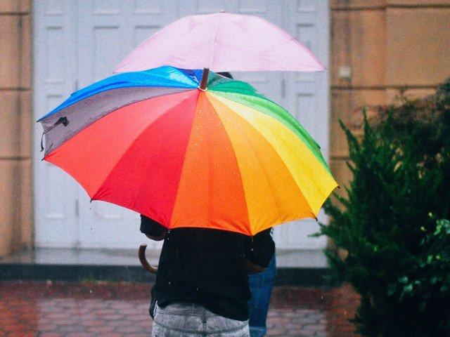 25 de judete, sub cod GALBEN de furtuna pana luni seara. Ploi torentiale in Capitala si in alte 10 judete, pana marti dimineata