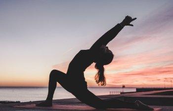 Antrenament de seara: 8 exercitii pe care sa le incerci inainte de culcare pentru a dormi mai bine