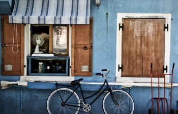Trei turisti, amendati la Venetia dupa ce si-au parcat bicicletele pe strada