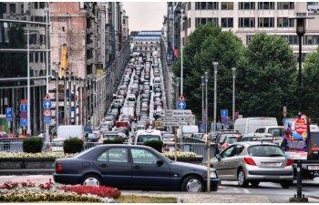 Masuri dure pentru incurajarea transportului alternativ: Bruxelles vrea sa limiteze viteza maxima a masinilor la numai 30 km/h