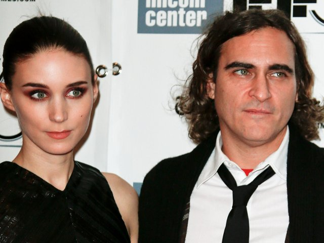 Joaquin Phoenix si Rooney Mara s-au logodit